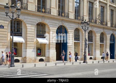 PARIS, FRANCE - JULY 07, 2018: Louis Vuitton shop in place Vendome in Paris, people passing in a sunny summer day - Stock Image