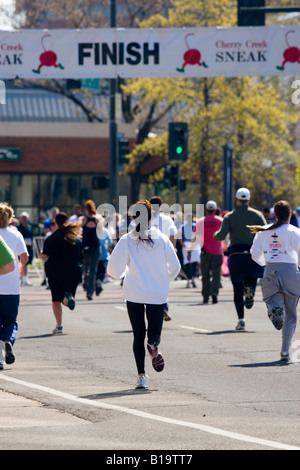 Running to the finish line in the 2008 Cherry Creek Sneak - Stock Image