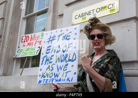 London, UK. 23 June 2018. Performer Lotta Quizeen. Protesters outside the Cabinet Office. Remain supporters and protesters at an Anti-Brexit march and rally for a People's Vote. Photo: Bettina Strenske/Alamy Live News - Stock Image