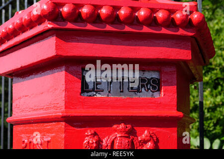 Victorian old style letter box - Stock Image