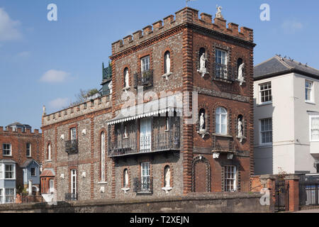 The Victorian Folly Bridge Toll House on Folly Bridge over the Thames in Oxford complete with Cast Iron balconies and statues in alcoves. - Stock Image