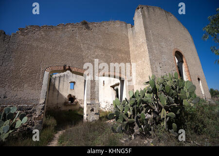 abandoned hacienda building by mineral de pozos mexico - Stock Image