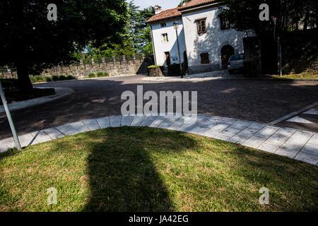 Stone crossroad on the courtyard of Gorizia's castle - Stock Image