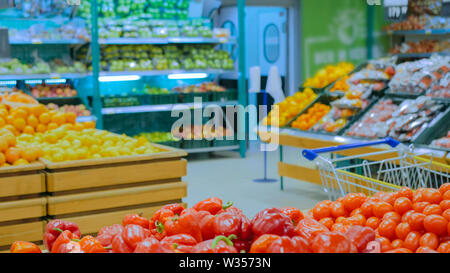 Red bell peppers at supermarket - Stock Image