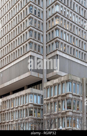 A corner of Columbia Threadneedle brutalist skyscraper at 225 Franklin St, Boston, Massachusetts, USA. Previously called State Street Bank Building. - Stock Image