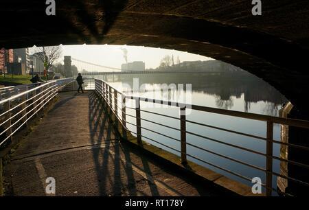 Glasgow, UK, 27th February 2018 : Glorious weather with blue skies follows a sub zero temperatures during the night in Glasgow. Credit: Pawel Pietraszewski / Alamy Live News - Stock Image