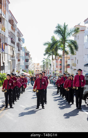 Marching band of trumpets and drums accompanies the Pasión de Los Niños, Passion of the children,  Procesión de Los Pasos Chicos, Procession of the sm - Stock Image