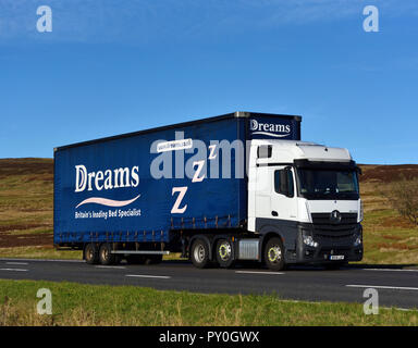 Dreams Britain's leading Bed Specialist, HGV. M6 motorway Southbound carriageway, Shap, Cumbria, England, United Kingdom, Europe. - Stock Image