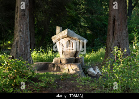 Balloch Castle Country Park Fairy Trail - tree stumps including fairy houses carved by Patrick Muir, Balloch, West Dunbartonshire, Scotland, UK - Stock Image