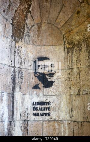 France, Paris, Ile aux Cygnes, Street art stencil Liberty, Equality, MBappé - Stock Image