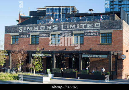 Simmons historic brick building in East Village. Built in 1912, it was originally a factory warehouse and is now home to a cafe, restaurant and bakery. - Stock Image