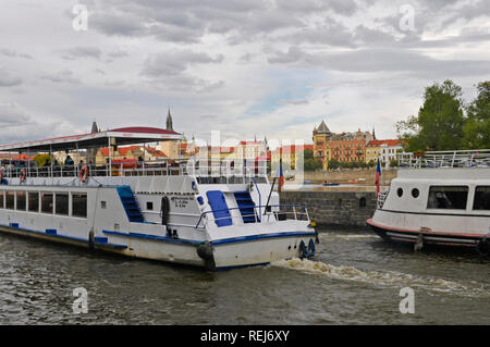 Sightseeing cruise boats, Kampa, Vltava river, Prague, Czech Republic - Stock Image