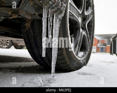 Peak District National Park, Derbyshire, UK. 28th February, 2018. UK Weather: long icicles formed on a VW van due - Stock Image