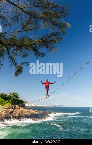 Highline session over the ocean in Rio de Janeiro, Brazil - Stock Image