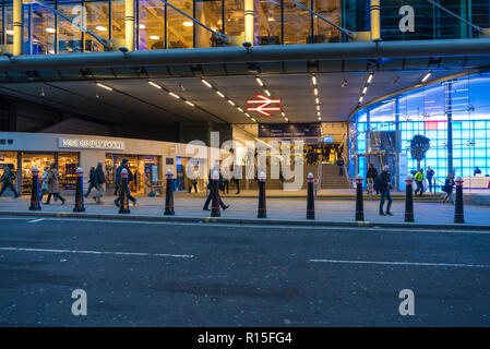 Morning commuters at Cannon Street railway station, London, England, UK - Stock Image