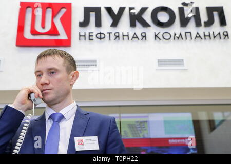 Kogalym, Russia. 21st Mar, 2019. KOGALYM, RUSSIA - MARCH 21, 2019: Employee of the Lukoil-West Siberia oil and gas company. Vyacheslav Prokofyev/TASS Credit: ITAR-TASS News Agency/Alamy Live News - Stock Image