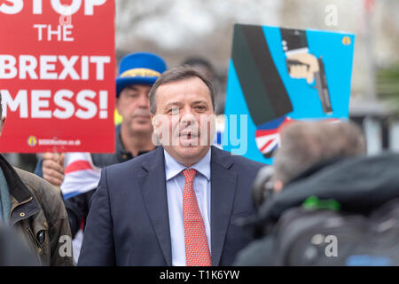 London, UK. 27th March 2019, Arron Banks, co-founder of Leave EU being pursued by Anti Brexit protesters in Westminster, London, UK. Credit: Ian Davidson/Alamy Live News - Stock Image