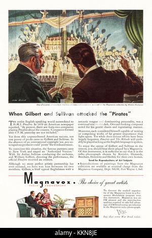 1943 U.S. Magazine Magnavox Radio and Record Player Advert - Stock Image