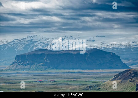 View  inland from south Icelandic coast of dramatic sky over mountains, Skaftafell National Park - Stock Image