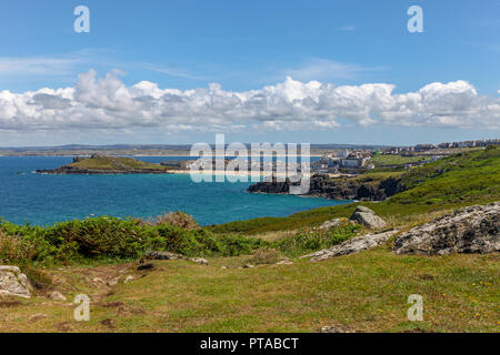 A footpath at Hellesveor Cliff, looking towards Porthmeor beach, St. Ives, Cornwall, England, UK - Stock Image