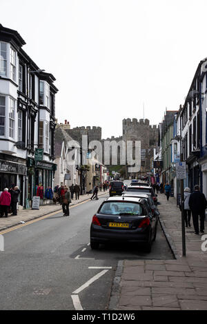 A view down Castle Street in the ancient town of Conwy in North Wales with Conwy Castle at the end - Stock Image
