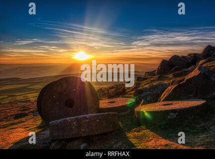 Hathersage, Uniked Kingdom. 25th Feb, 2019. Spectacular sunset at the end of the warmest day in February over millstones at Stanage Edge near Hathersage, Peak District National Park, Derbyshire Credit: Doug Blane/Alamy Live News - Stock Image
