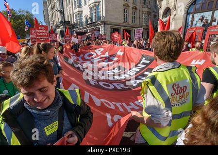 London, UK. 20th October 2018. People  carry a giant 'Stop Brexit - Free Movement For All' flag on the People's Vote March calling for a vote to give the final say on the Brexit deal or failure to get a deal as the march leaves Hyde Park Corner. They say the new evidence which has come out since the referendum makes it essential to get a new mandate from the people to leave the EU. Peter Marshall/Alamy Live News - Stock Image