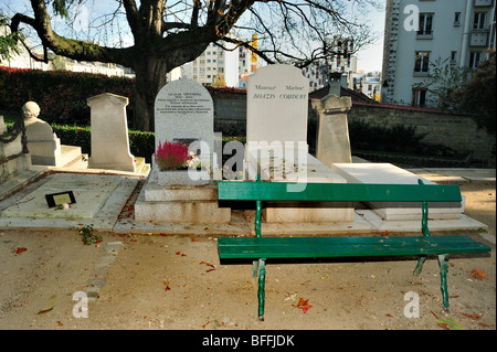 Paris, France - 'Pere Lachaise Cemetery', Empty 'Park Bench' and Monuments - Stock Image