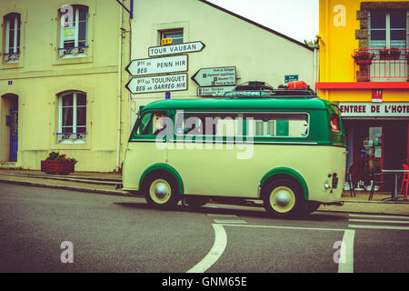 Touring in Britanny with an old VW bus, Finistere, France - Stock Image