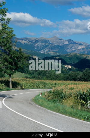 curving road through the beautiful Le  Marche countryside in Italy - Stock Image