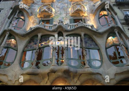 Barcelona Passeig de Gracia Casa Batllo by Anton Gaudi Fassade detail 1 Floor at night  - Stock Image