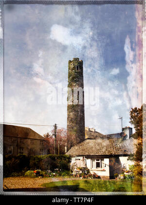 Fine example of medieval Irish Round Tower in Cloyne,County Cork,Ireland. - Stock Image