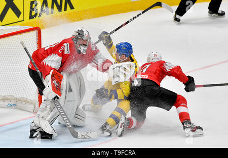Bratislava, Slovakia. 18th May, 2019. From left hockey player of Switzerland goalie RETO BERRA, PATRIC HORNQVIST of Sweden and NICO HISCHIER of Switzerland in action during the match Sweden against Switzerland within the 2019 IIHF World Championship in Bratislava, Slovakia, on May 18, 2019. Credit: Vit Simanek/CTK Photo/Alamy Live News - Stock Image