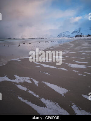 Patters of snow on sand at Ytresand beach in winter, Moskenesøy, Lofoten Islands, Norway - Stock Image