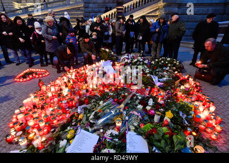 Prague, Czech Republic. 16th Jan, 2019. People lit up candles at memorial plaque for Jan Palach at upper part of Wenceslas Square in Prague, Czech Republic, on January 16, 2019. Palach, a student of the Charles University's Faculty of Arts, set himself on fire in Prague on January 16, 1969 in protest against people's growing lethargy following the August 21, 1968 Soviet-led invasion of Czechoslovakia. He died of fatal burns three days later, aged 20. Some people attached a critical notice to flowers sent by PM Andrej Babis. Credit: Vit Simanek/CTK Photo/Alamy Live News - Stock Image
