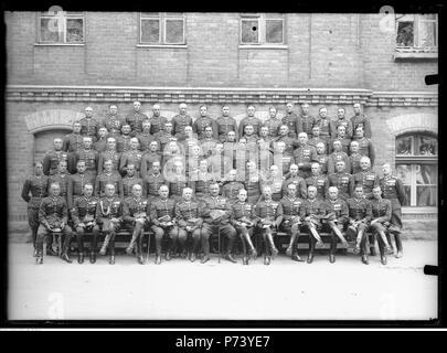 63 Narcyz Witczak-Witaczyński - Odejście płk. Adama Zakrzewskiego ze stanowiska dowódcy 1 Pułku Strzelców Konnych (107-815-13) - Stock Image