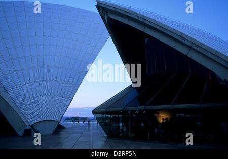 Sydney Opera House at dusk, Sydney AUS - Stock Image