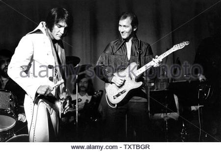 Elvis Presley With James Burton.. Credit: 354750_Globe Photos/MediaPunch - Stock Image