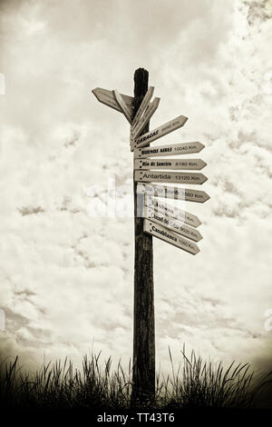 Sign post showing distances in kilkometers to world cities and destinations in the Spanish language.  A Coruna, A Coruna Province, Galicia, Spain. - Stock Image