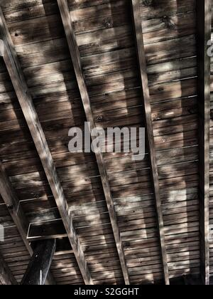 Light reflections of water on wooden panelling - Stock Image