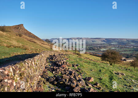 Drystone wall on moors above Chapel-en-le-Frith. Peak District National Park, Derbyshire, England. - Stock Image