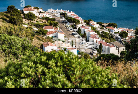 L'Escala blue bay between mountains from top of the hill - Stock Image