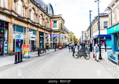 Harrogate Town Centre Yorkshire UK England, Harrogate Town Centre, Harrogate shops, Harrogate shopping, Harrogate Yorkshire UK, Harrogate High Street - Stock Image