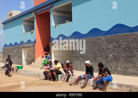 Port scene with local women sitting outside the municipal fish market. Sal Rei, Boa Vista, Cape Verde Islands, Africa - Stock Image