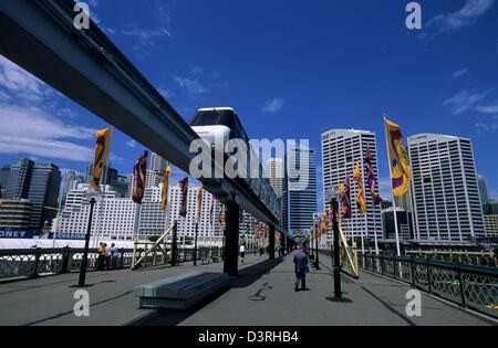 Monorail on Pyrmont Bridge, Sydney AUS - Stock Image