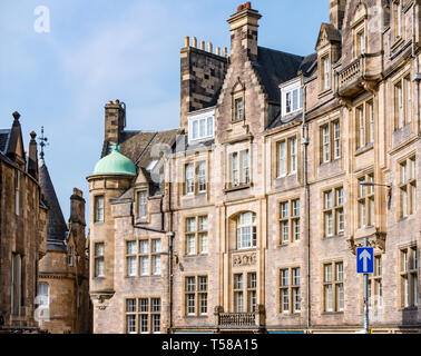 View of curved tenement buildings, Victoria Street, Edinburgh, Scotland, UK on sunny day with blue sky - Stock Image