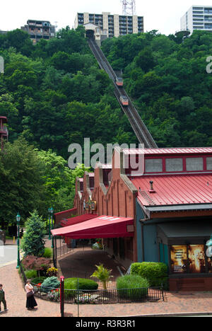 Station Square is an indoor and outdoor shopping and entertainment complex located in the South Shore neighborhood of Pittsburgh, Pennsylvania, USA - Stock Image
