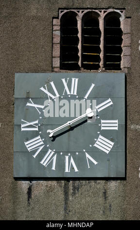 One-handed clock with Roman numerals. Parish Church of Saint Kentigern, Great Crosthwaite, Lake District National Park, Cumbria, England. - Stock Image