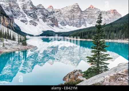 Moraine Lake in Banff National Park. - Stock Image