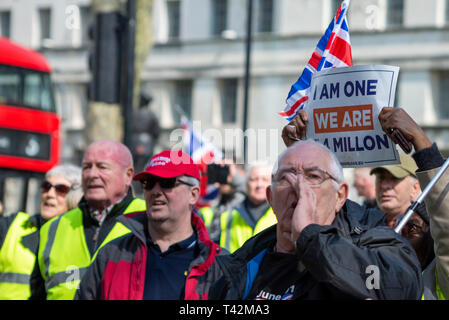 Large protest in favour of a 'no deal' Brexit, Yellow Vest protesters have gathered outside Downing Street to demonstrate against the UK government's lack of progress in leaving the European Union - Stock Image